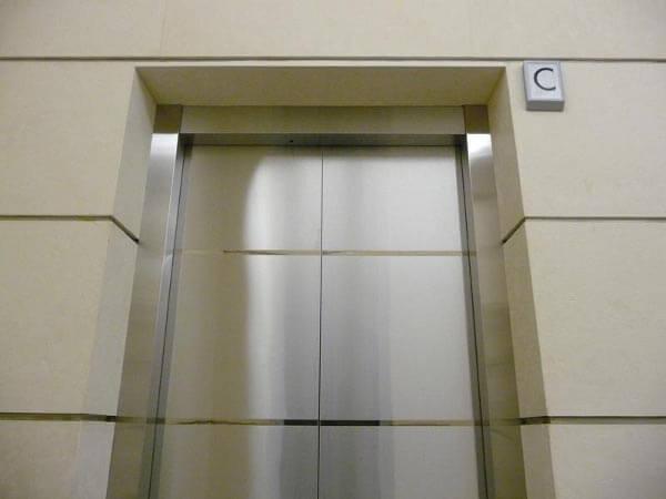 Отделка лифтов и лифтовых шахт композитными панелями
